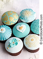 Wedding cupcakes in turquoise and gold