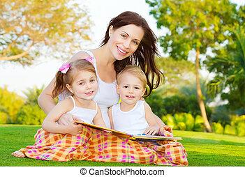 mãe, crianças, ler, livro