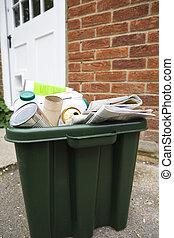 Recycling Bin Outside House - Green Recycling Bin Outside...