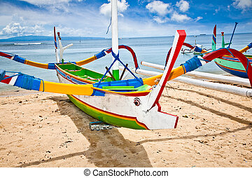 Traditional fishing boats on a beach, Nusa Dua, Bali. -...