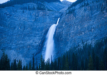 Canada - British Columbia - Yoho Nationalpark - waterfall at...