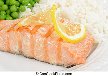 Macro salmon with lemon and vegetables