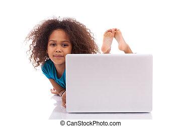 peu, africaine, Asiatique, girl, utilisation, ordinateur...