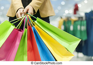 mulher, segurando, shopping, sacolas