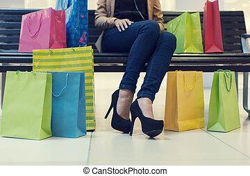 Säcke, frau, shoppen, abschnitt, junger, einkaufszentrum,...