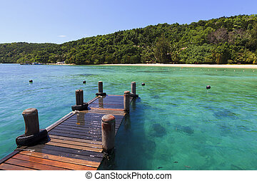 Clear waters at the dock. Manukan Island at Borneo, Sabah,...