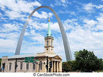 St. Louis sityscape - St. Louis Arch and the old Basilica...