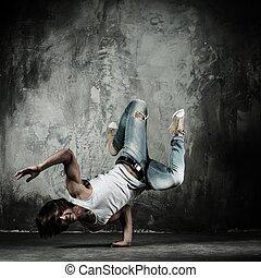 joven, b-boy, hombre, freno, bailando, movimientos