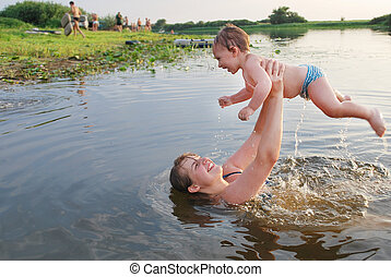 Ah, summer, summer - In the summer, mother and son swimming...