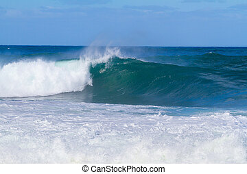 Huge Sets of Waves in Oahu - These monster waves are coming...