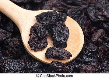 raisins and wooden spoon close- up food background