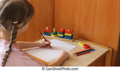 little girl draws a flower 6014