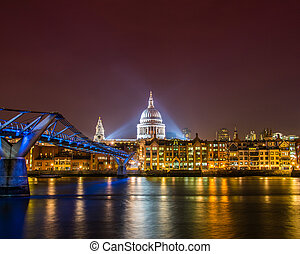 Saint Paul Catherdral at night in London