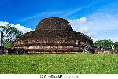Pabulu Vihara stupa in Polonnaruwa, Sri Lanka - Ancient...