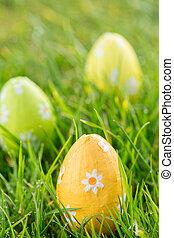 Pascua, huevos, pasto o césped