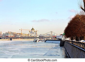 Embankment of the Moscow River in winter - Pushkin...