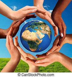 multiracial, mãos, junto, ao redor, mundo, globo