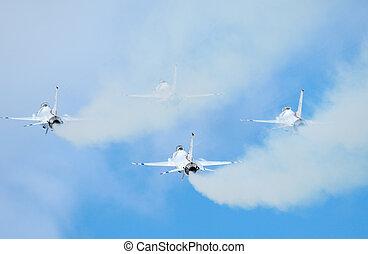 White smokes of F-16 of Thunderbirds - White smokes of F-16...