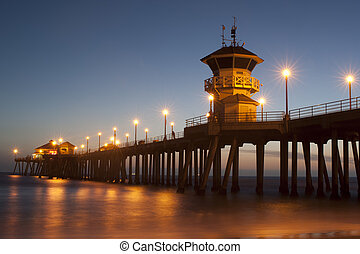 huntington Beach pier twilight - huntington Beach pier at...