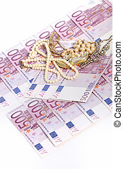 500 euro notes with jewellery