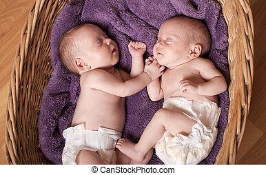 recem nascido, gêmeos