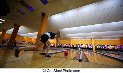 Girl throws bowling ball and makes strike by beats all skittles