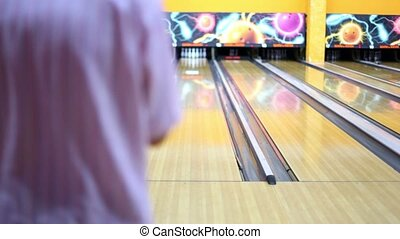Man throws bowling ball and makes strike by beats all skittles