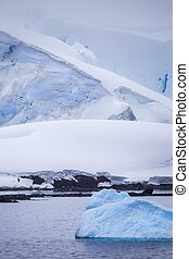 Small Antarctic Iceberg - Small iceberg Stock Photo from...