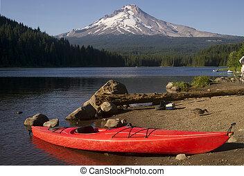 Single Red Kayak on Shore Trillium Lake Mount Hood Oregon -...