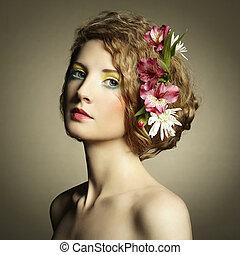 hermoso, joven, mujer, delicado, flores, su, pelo