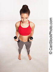 Woman working out in a gym - High angle portrait of a young...