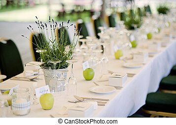 Wedding decoration - Green and natural table decoration