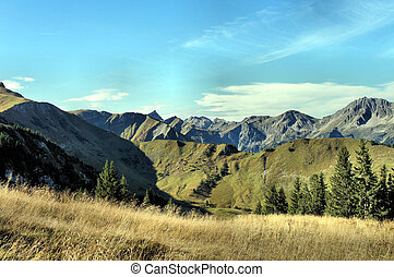 Mountain world in autumn - View on the Tannheim Mountains in...