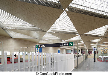 Railway station hall and boarding area - Ceiling and...