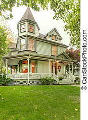 Beautiful historical American house exterior Northwest -...
