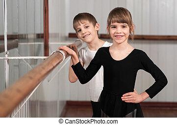 niños, posición, ballet, Barre