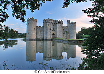 Bodiam Castle in East Sussex - Bodiam Castle reflected in...