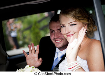 Wedding outdoor portraits - Bride and groom in the car at...