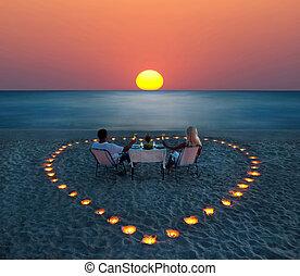 romantische, Paar, Anteil, junger, abendessen, sandstrand