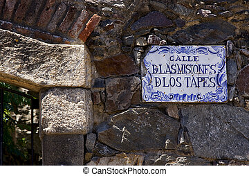 calle de las misiones de los tapes - a plate and a brick...