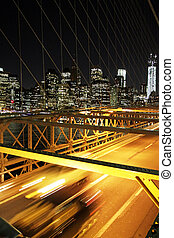 Speed and traffic in the Brooklin bridge, New York - Nyght...