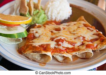Enchiladas, queso, tomate