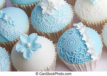 Wedding cupcakes - Cupcakes decorated with lace effect...