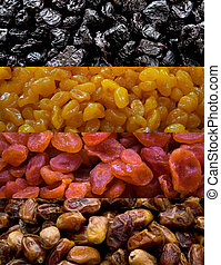 Dried fruit mix with prune