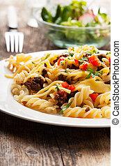 spirelli and sauce bolognaise