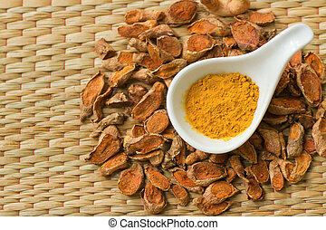 Dry turmeric root and powder