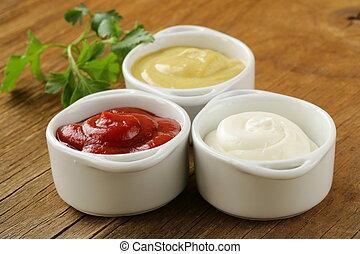 mostaza, salsade tomate, mayonesa
