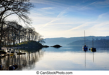 Morning sunlight on Lake Windermere - Beautiful view of a...
