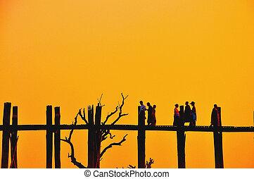 U bein bridge in sunset