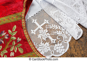Chasuble and surplice - Antique set of a white lace priest...